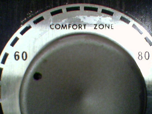 A thermostat with degrees and a comfort zone